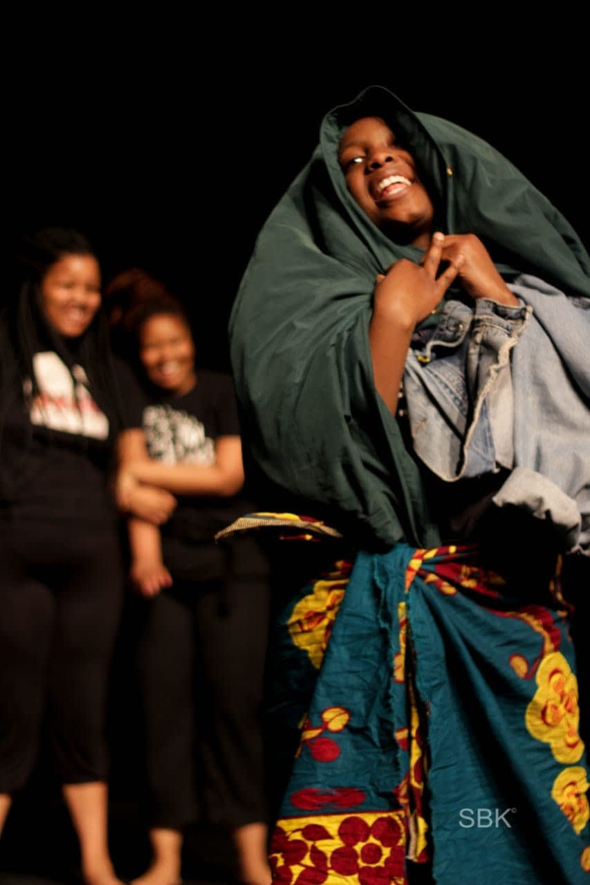 Text Me When You Arrive directed by Sinenhlanhla Mgeyi, (Photos by Hoek van Swaratlhe)