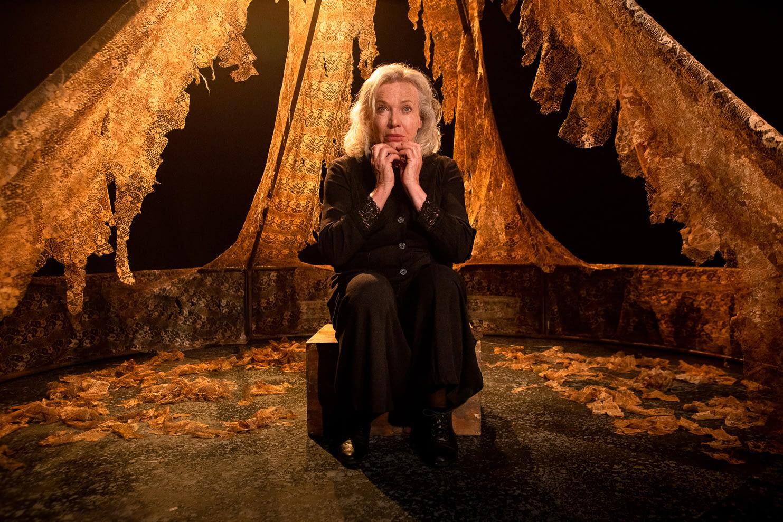 Kamphoer – die verhaal van Susan Nell featuring Sandra Prinsloo and directed by Lara Foot (Photo by Eye Poetry Photography)